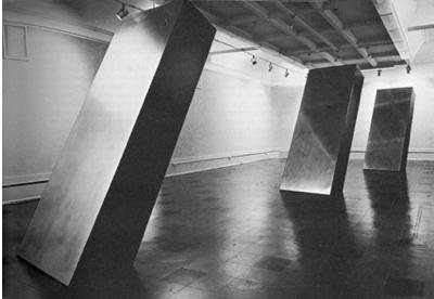 """Рональд Блейден, без названия, 1965 Алюминий и крашеное дерево Каждый элемент 108"""" x 48"""" x 120"""" x 21"""""""