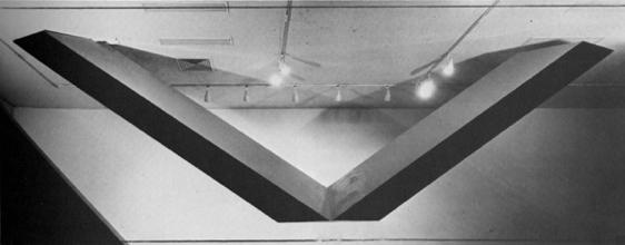"Роберт Гросвенор, Мавераннахр, 1965 Крашеное дерево, полиэстер и сталь 126 х 372 х 36"""